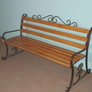 Фото скамейка Венеция для дачи и сада с элементами художественной ковки