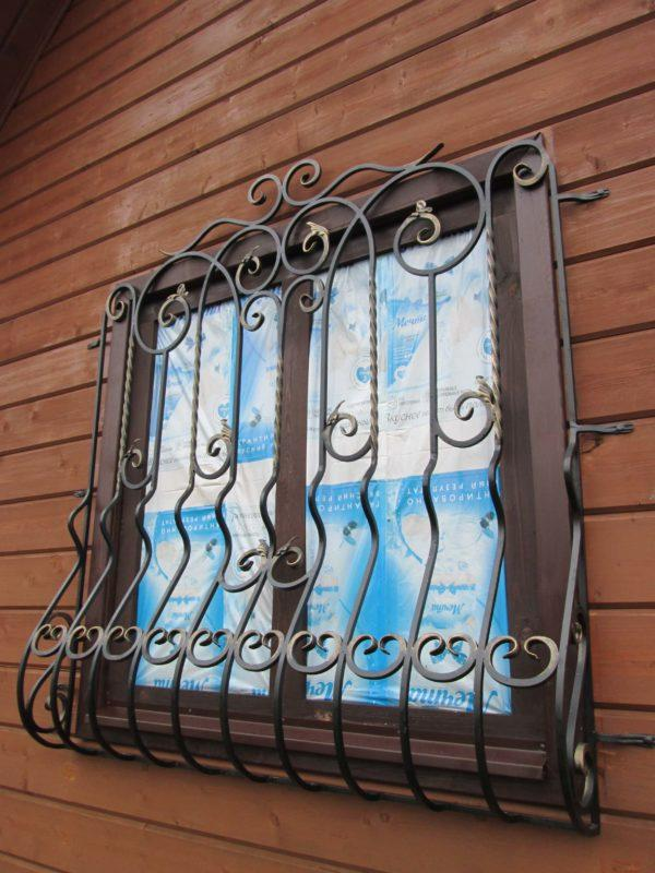 фото кованые решётки на окнах первого этажа на заказ купить