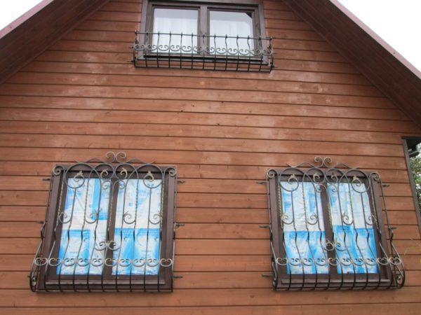 кованные решётки на окна первого этажа для дачи с установкой в Москве