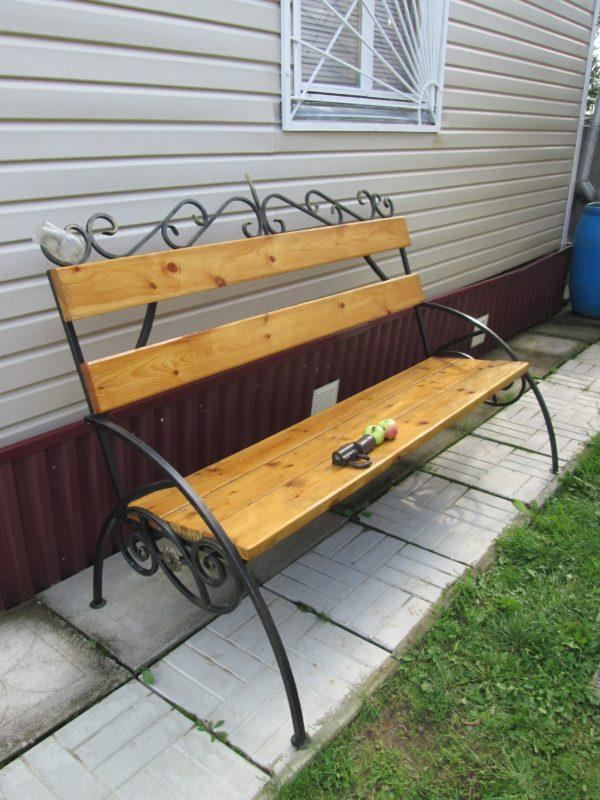 Скамейка со спинкой садовая кованная для дачи