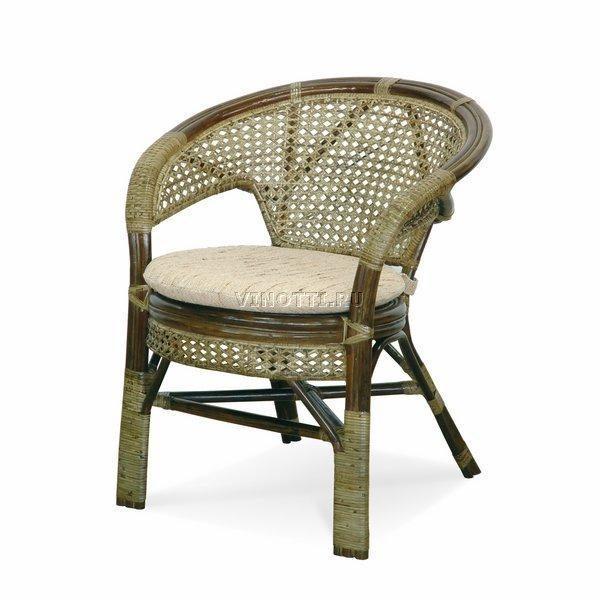 Кресло с подушкой из Ротанга фото Ковров