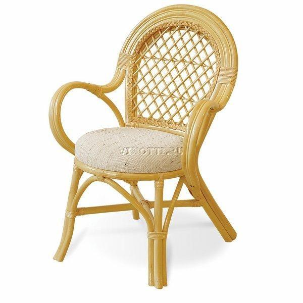 Стул с мягким сиденьем из Ротанга Ковров
