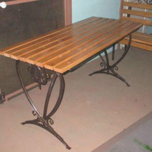 Деревянный и металлический стол для дачи фото и цены в Коврове
