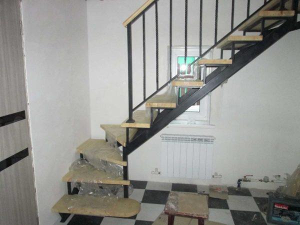 Лестница из металла на дачу второй этаж фото