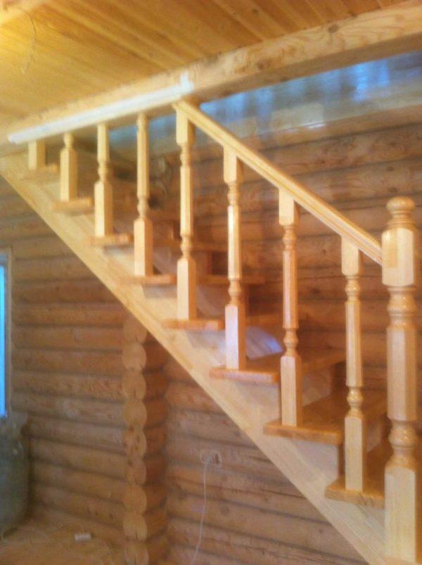 Лестница из дерева на дачу второй этаж фото