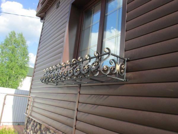 Фото кованые цветочницы на окна в Коврове