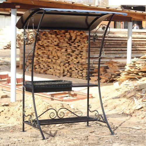 Кованный мангал с крышей навесом из металла